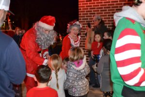 picture of students being greeted by Santa and Mrs. Claus